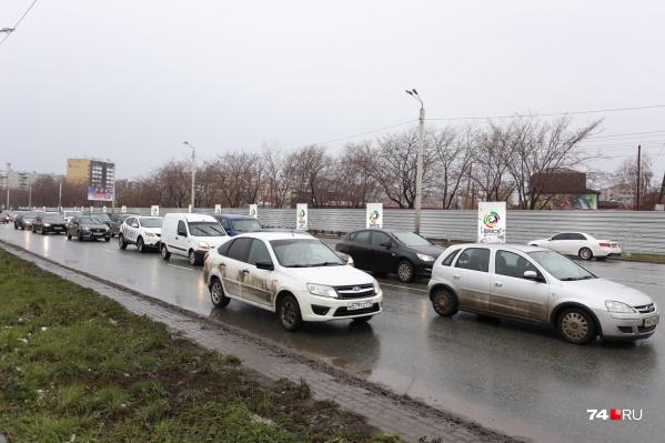 Защитных экранов не будет на улице Братьев Кашириных и проспекте Комарова