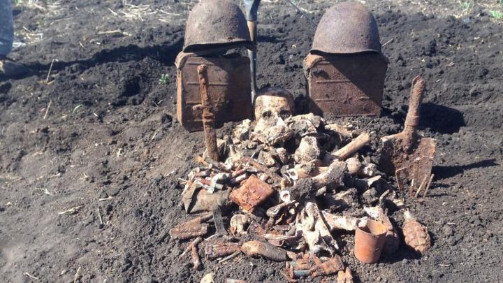 Дождался похорон: четыре года останки советского солдата хранились в гараже