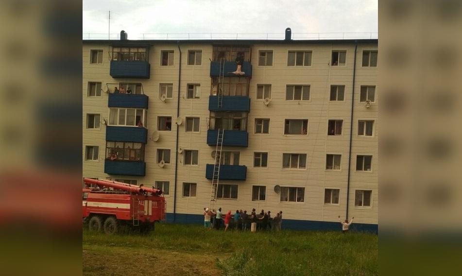 Мужчину пытались спасти не только сотрудники МЧС, но и местные жители