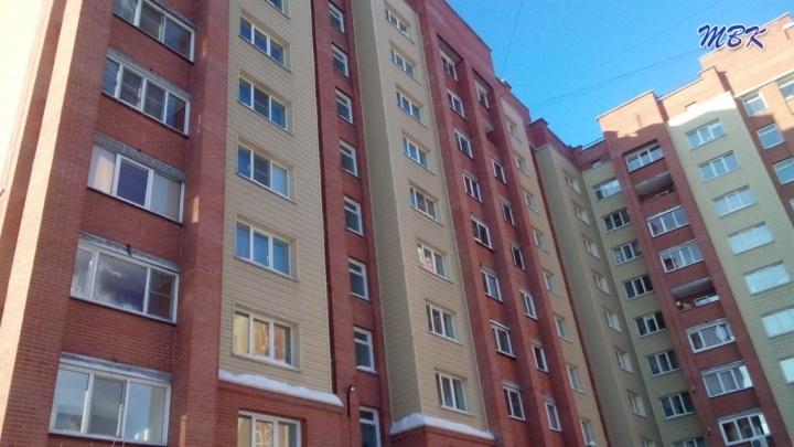 Освежитель воздуха взорвался и вынес входную дверь в бердской квартире