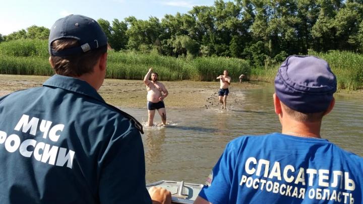 Сотрудники МЧС спасли семерых глухонемых, застрявших на острове в Дону