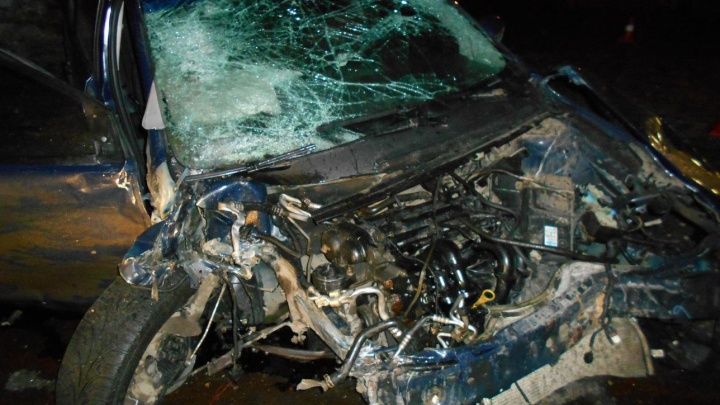 В Ярославской области ищут сбежавшего с места ДТП водителя: он оставил пострадавшую в разбитом авто