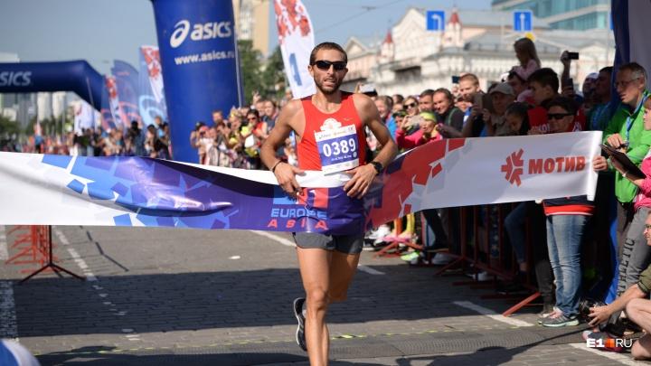 Обошлось без обнимашек: организаторы марафона отказались от финиша на поле Центрального стадиона