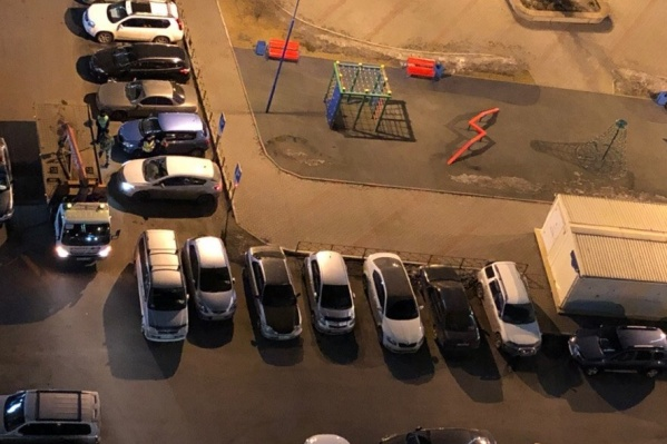 По ночам автомобили нарушителей эвакуируют
