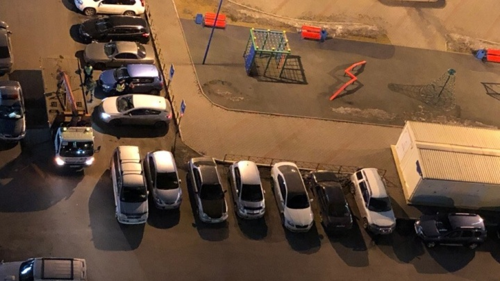 С «Пашенного» начали по ночам эвакуировать машины с мест для инвалидов