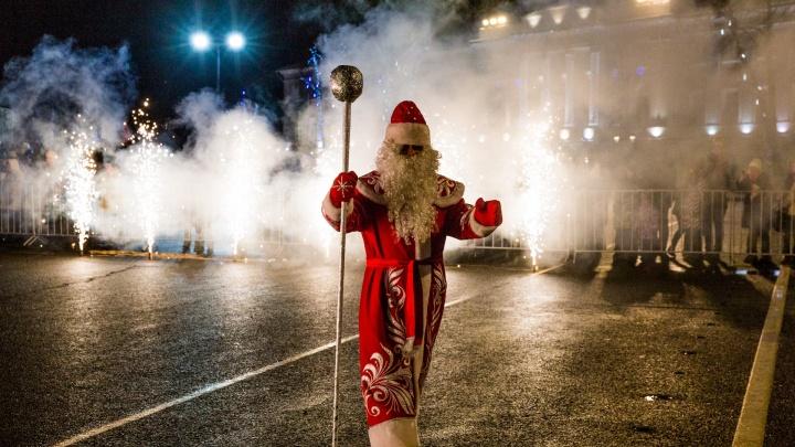 Танцы, бои на мечах и салют: большой фоторепортаж с открытия новогодней ярмарки и катка