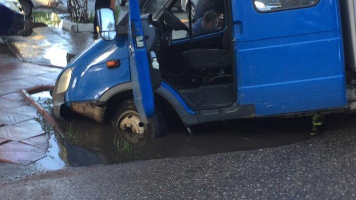 В Башкирии второй автомобиль за сутки ушел под землю