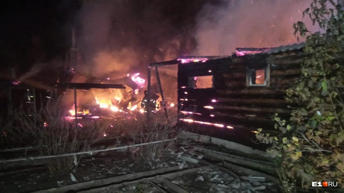 Люди уверены, что дома подожгли