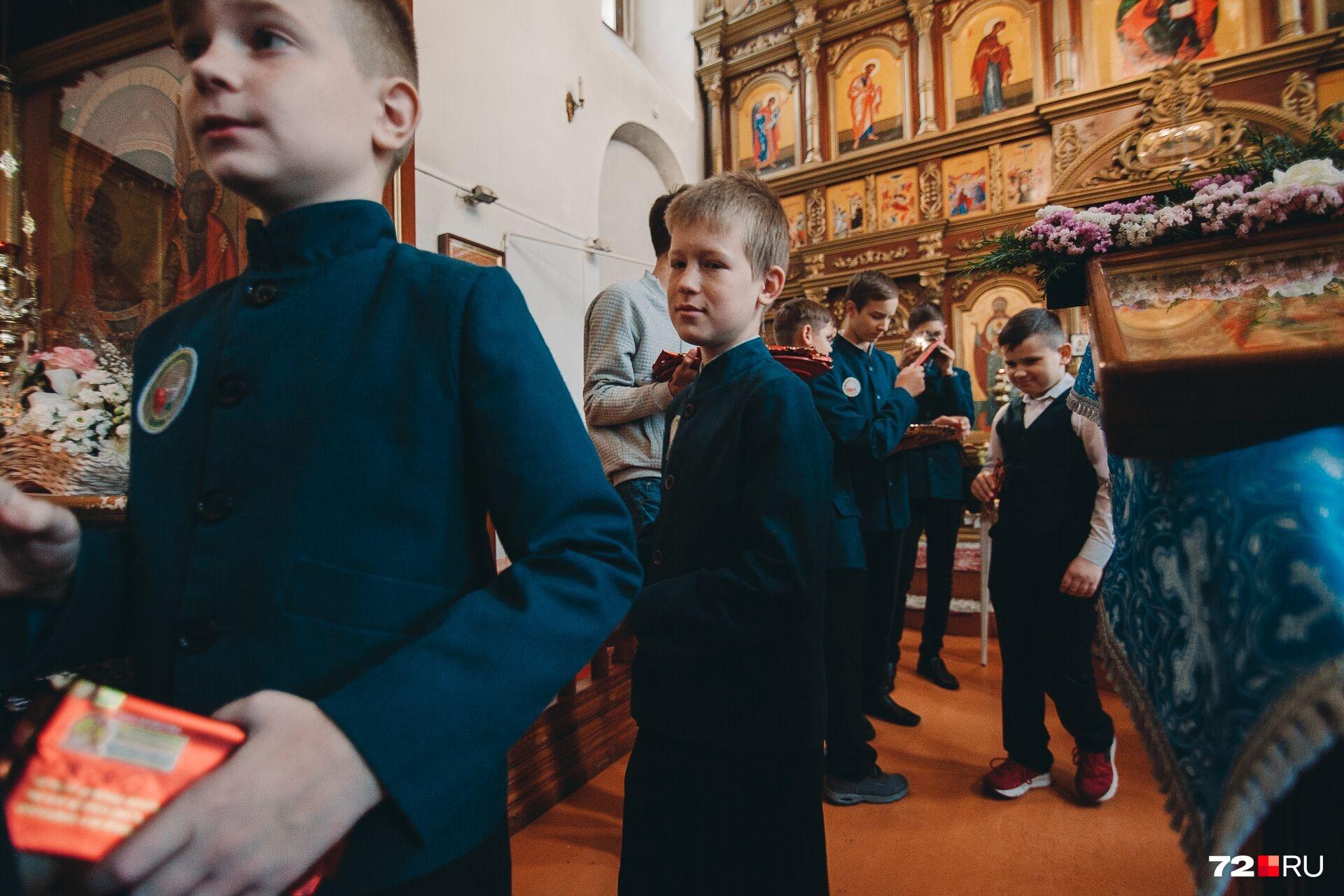 Сразу после наставления отца Александра (директора гимназии) детей причащали, а потом угощали сладостями