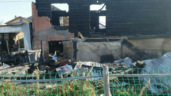 Пожар оставил без крова чету пенсионеров из Башкирии