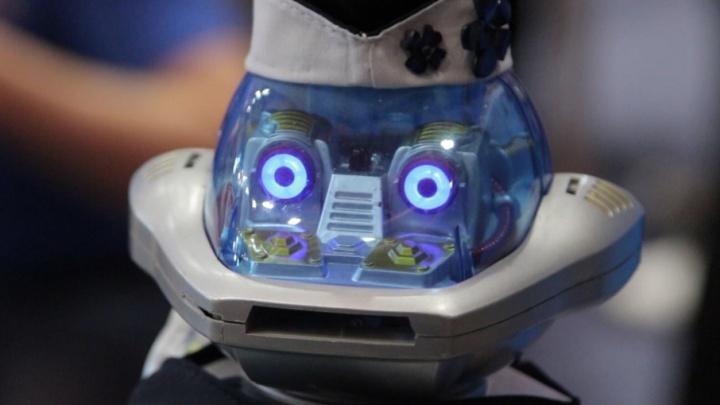 Пора всё автоматизировать: южноуральские школьники собрали роботов для «Почты России»