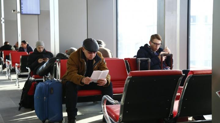 «Самолёты садились во льду»: вылет 1283 пассажировиз Челябинска задержали неиз-за багажной ленты
