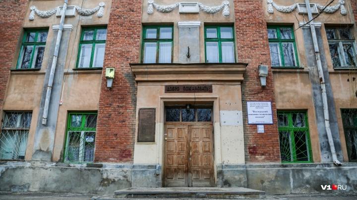 «Да мы при Ленине жили лучше!»: студенты техколледжа в Волгограде ходят на занятия с фонарями