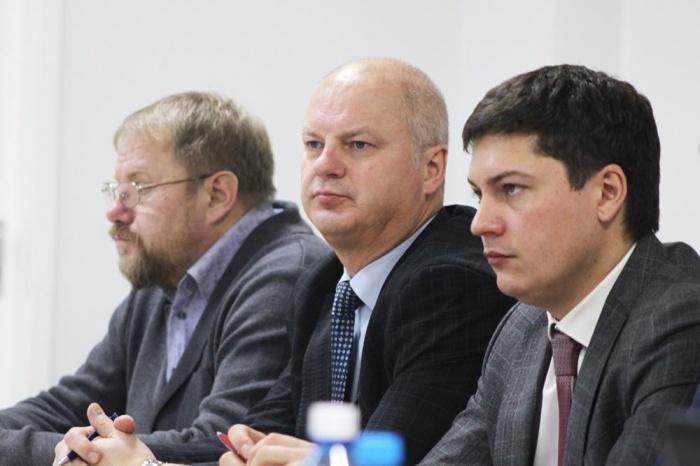Сейчас Сергей Жиров (в центре) возглавляетуправление промышленности мэрии Новосибирска