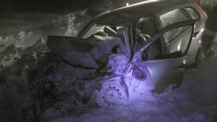 «Ехали на соревнования по футболу»: в ДТП в Челябинской области погибли водитель и пассажир «Калины»