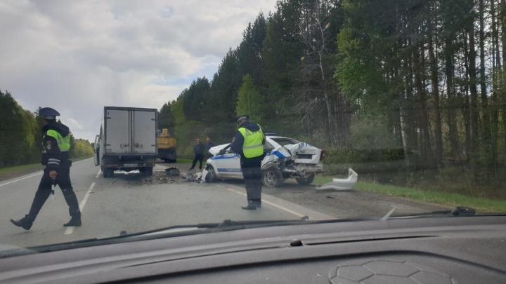 Авария с участием машины ДПС под Тюменью: хотели остановить экскаватор и получили удар сзади