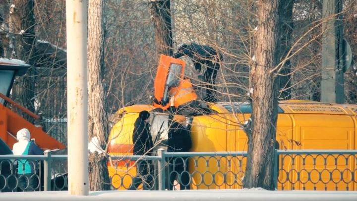 «Столкнулась со снегоуборочной машиной»: подробности ДТП на проспекте Космонавтов с «Газелью» ЕТК