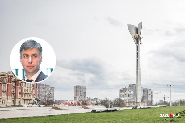 Логвиненко не понравился проект благоустройства Театральной площади