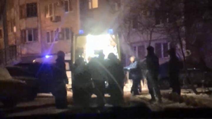 «Упал с восьмого этажа и выжил»: волгоградцы сообщают о падении парня на машину