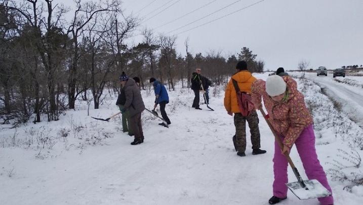 Волгоградцы перенесли День снега в зимний городок на Бобрах