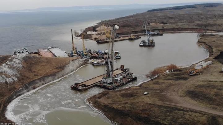 Будут вбивать сваи: стройплощадку моста у Климовки сняли с воздуха