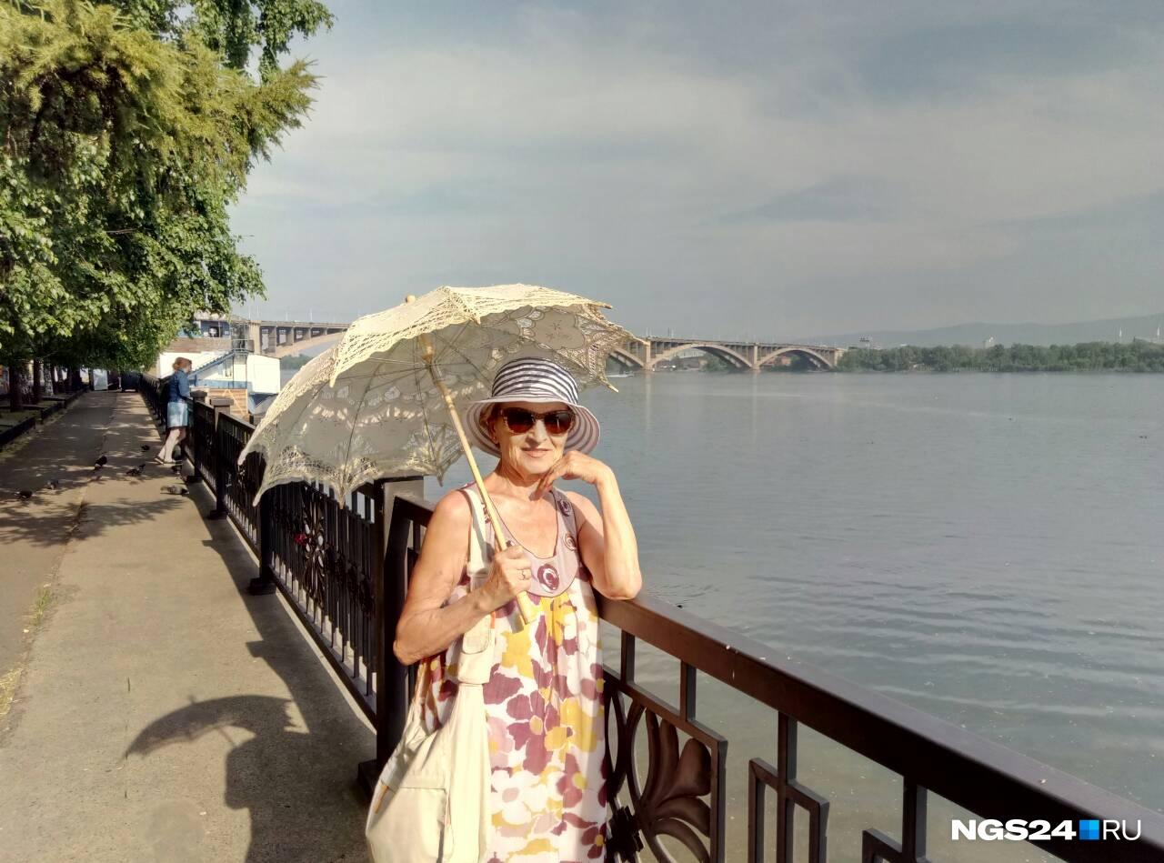 Бассейн, пляж... Нет! Вот оно, средство спасения от палящего солнца — кружевной зонт