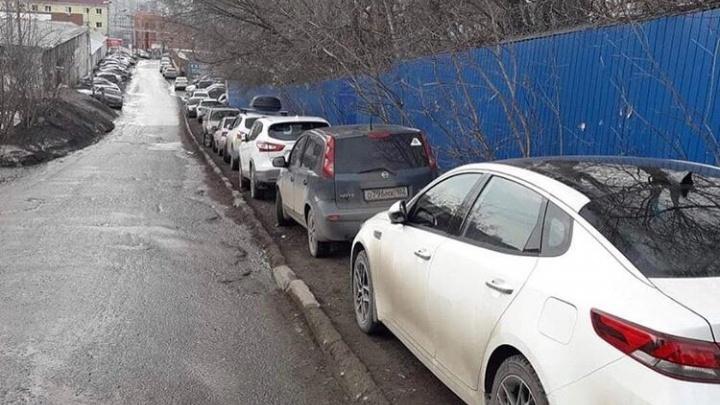 Парковки на газонах в Уфе: рассказываем, что изменилось и как теперь с этим жить