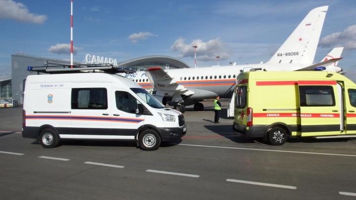 Сотрудники МЧС эвакуировали из Самары на самолете тяжелобольного ребенка