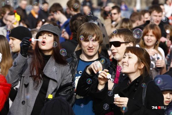 Опрос «Ромира» показал, что больше всего визменения клучшему верит молодёжь