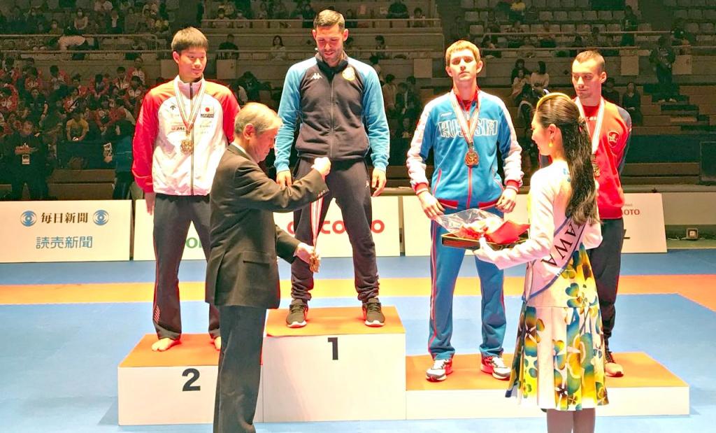 Награждение победителей и призёров, Александр Щербань на третьей ступени пьедестала