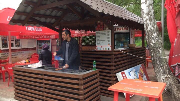 В парке 30-летия ВЛКСМ начали устанавливать новые киоски и мангалы в едином стиле