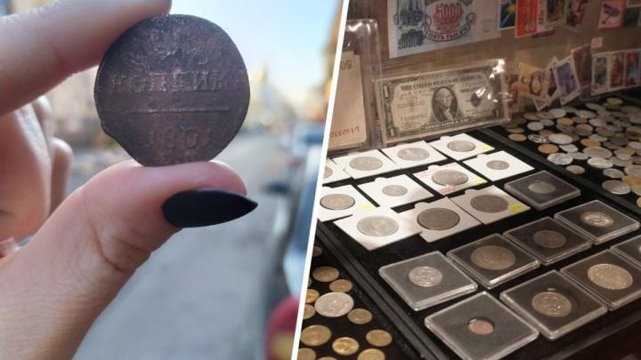 «Просто кусок меди»: корреспонденты 161.RU проверили у эксперта монеты с блошиного рынка Ростова