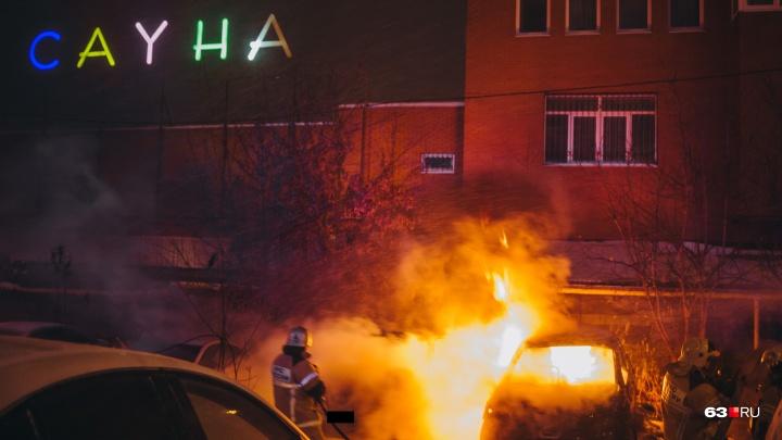Ночью в Самаре возле сауны взорвалась машина