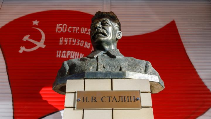 «Сталин не камень на шее, а спасательный круг»: мнение об открытии бюста вождю и квазисмелости коммунистов