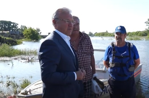«Впечатляет. Удачи вам. Держитесь»: губернатор Усс слетал в затопленный Канск