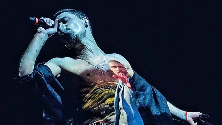 Из-за двойного перелома ноги Дима Билан отменил мартовский концерт в Екатеринбурге