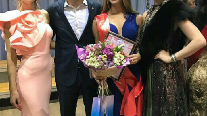 Красавица из Башкирии передала корону «Королева Весна» девушке из Татарии