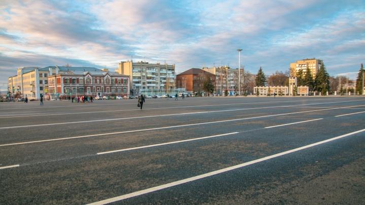Заливку катка на площади Куйбышева доверили специалистам по озеленению