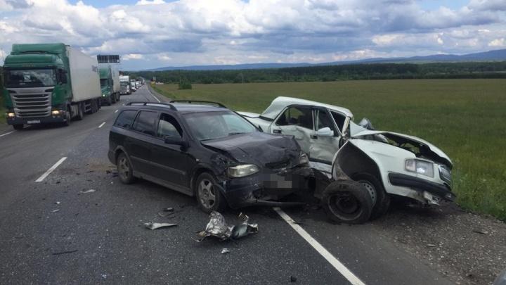 В Башкирии произошло ДТП с участием трёх автомобилей