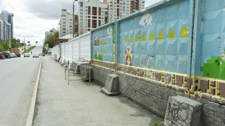Автор граффити с Марио на Московской: «Это улица, мы привыкли к тому, что рисунки закрашивают»
