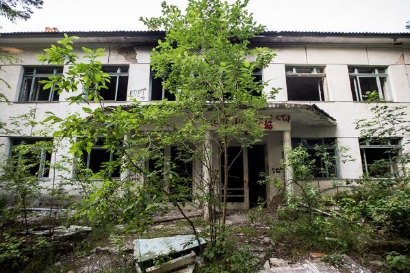 В Речкуновской зоне отдыха находится несколько заброшенных зданий санатория — скоро один из них превратится в реабилитационный центр