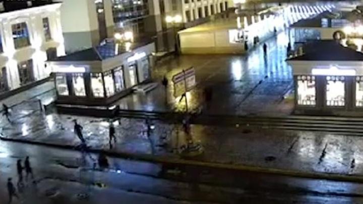 Перестрелка в центре Уфы попала на камеру видеонаблюдения