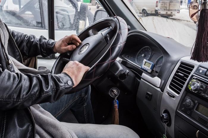 Водитель такси умер во время работы
