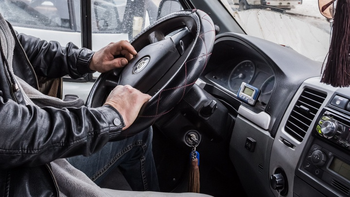 Таксист умер во время выполнения заказа в Заельцовском районе