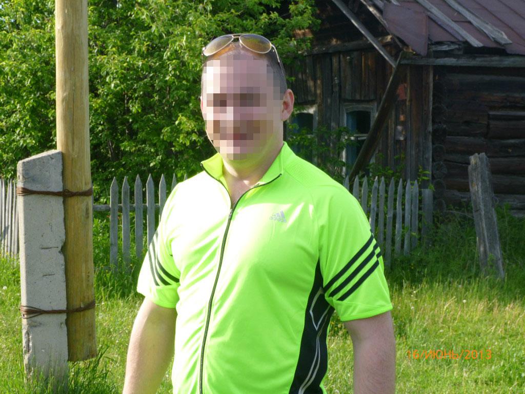 Александр работает в местном клубе охранником