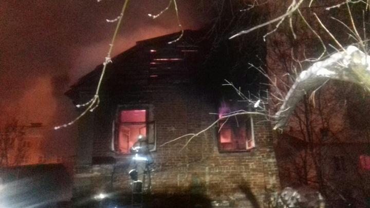 Жилой дом полностью сгорел сегодня ночью в центре Нижнего Новгорода