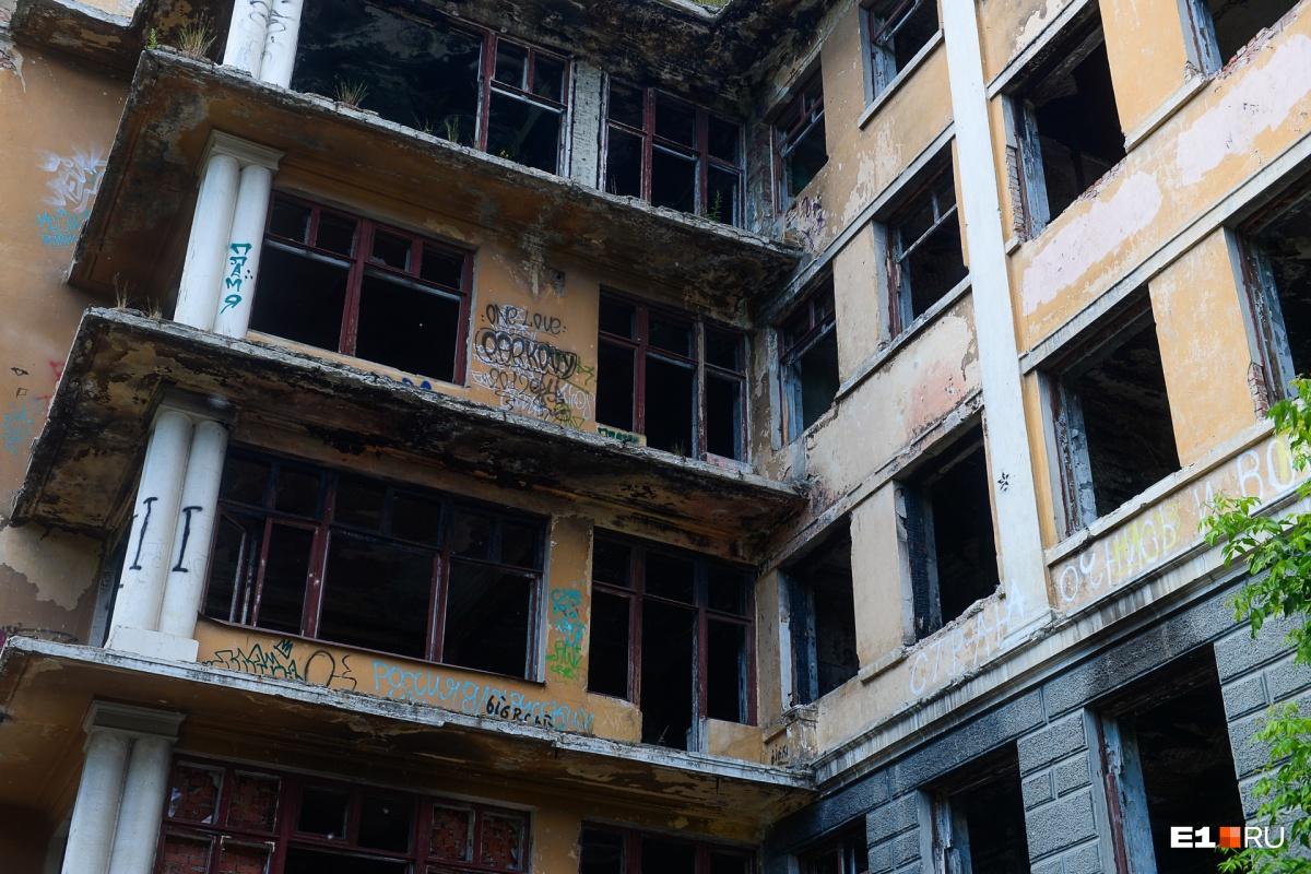 Экскурсия в стиле компьютерной игры: репортаж из заброшенной больницы в Зеленой Роще