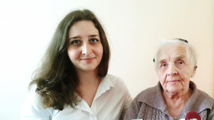 «Никто не застрахован от такой старости»: архангелогородка — о том, почему стала волонтёром-внучкой