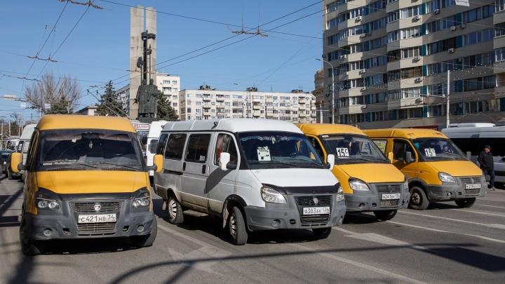 «Говорят, мы бастовали»: после перекрытия дороги в Волгограде задержали пятерых маршрутчиков