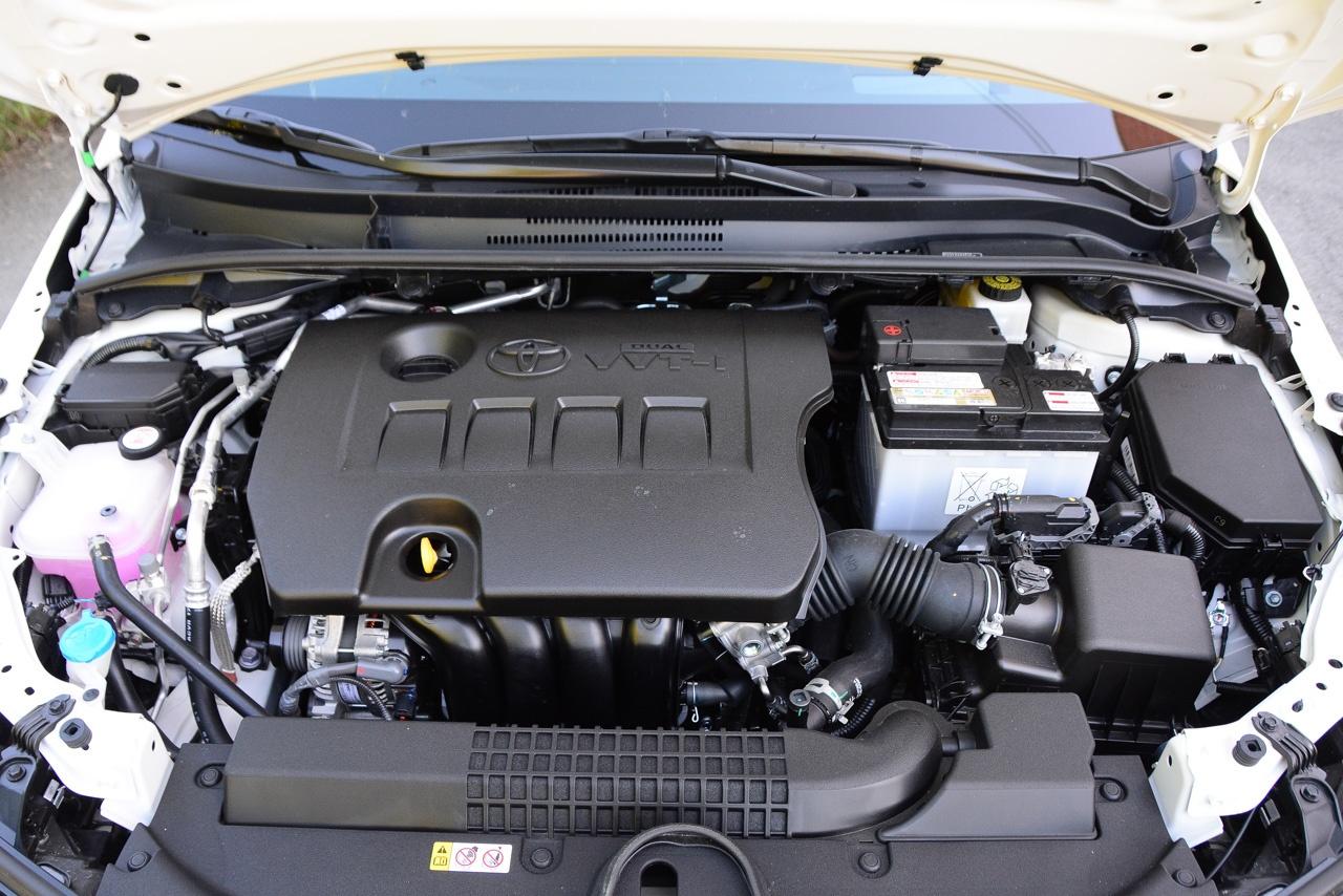 Если раньше для Corolla предлагался ассортимент моторов объемом 1,3, 1,6 и 1,8 литра, то теперь оставили лишь средний. Причём в той же версии Dual VVTi мощностью 122 л. с. В Европе доступен новый мотор 1,6 (132 л. с.) и турбоагрегат объёмом 1,2 литра (114 л. с.), но для практичных россиян прежний вариант оправдан — меньше рисков